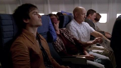 Ο Μπουν δένεται με τον Λοκ, εμώ ο Φρόγκουρτ κοιμάται ανάμεσά τους